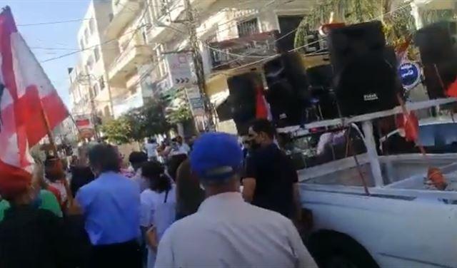 بالفيديو: تظاهرة في النبطية... وخلافٌ بين المشاركين