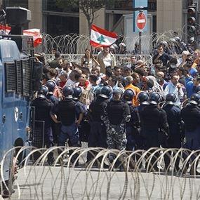 مجموعات أمنية سرّية تسير بين المتظاهرين