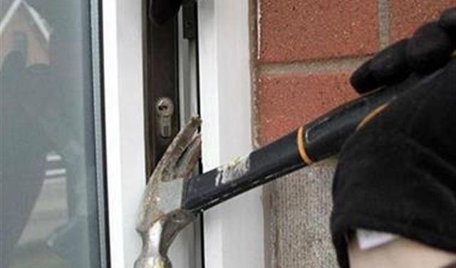 """مجهولون دخلوا """"المنزل""""... وسرقوا محتوباته"""