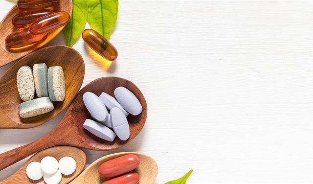 هل تناول الفيتامينات تبعد الإصابة بكورونا؟
