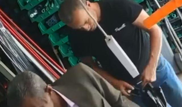 """بالفيديو: سرق هاتف البائع داخل متجر في """"البسطة التحتا"""""""