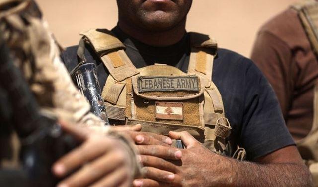ملاحقة مهرّبين... وضبط أسلحة في رأس بعلبك