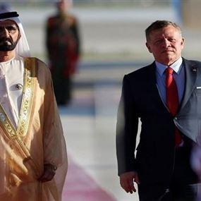 بالفيديو.. لحظة سقوط حاكم دبي من فوق سلم الطائرة