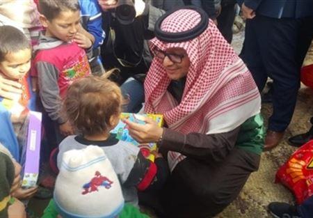 بخاري اشرف على توزيع مساعدات للنازحين في عرسال