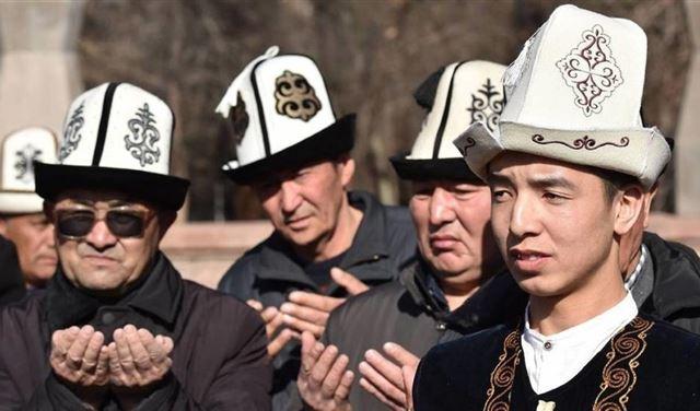 """قرغيزستان تلزم الرئيس اعتمار قبعة """"كالباك"""""""