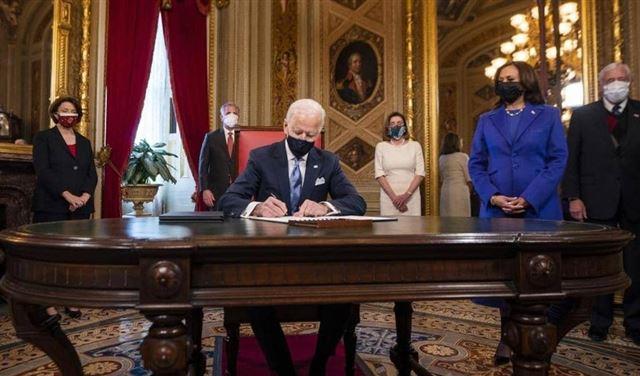 أوّل توقيع للرئيس بايدن بعد التنصيب!