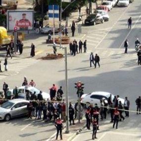 بالفيديو.. لحظة انفجار سيارة مفخخة ومقتل شرطي في تركيا