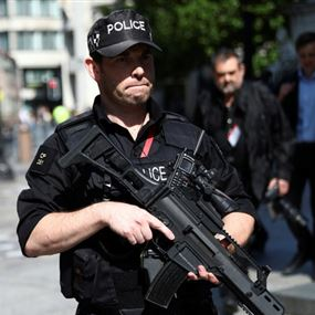 الشرطة البريطانية تبحث عن الحقيبة الزرقاء