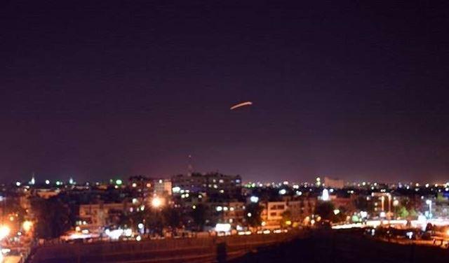 مصدر عسكري في سوريا: أنظمة الدفاع الجوي تتصدى لعدوان صاروخي شنته إسرائيل على مطار دمشق الدولي CTPIDWVERJ