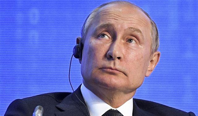 """بوتين يرد على الأسئلة """"المحرجة"""" بـ""""قصف الجبهات"""""""