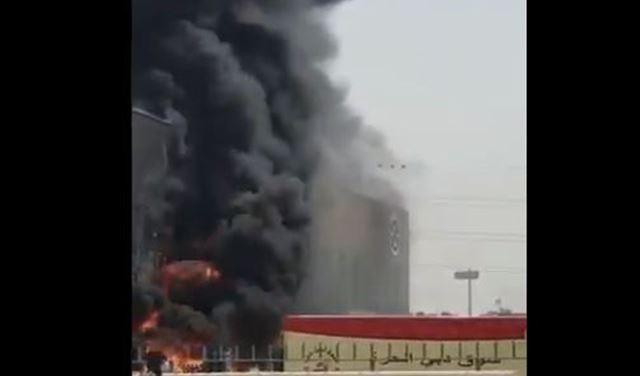 بالفيديو: اندلاع حريق بمستودعات السوق الحرة في دبي