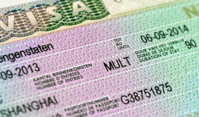 يحتال بتأشيرات هجرة مزورة إلى أوروربا
