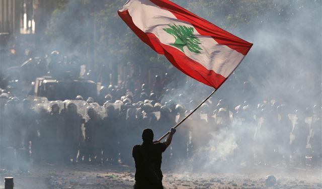 إحتجاجاتٌ وغضب... إليكم الطرقات المقطوعة