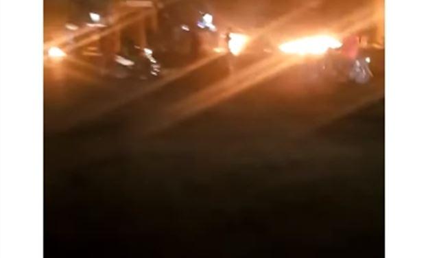 بالفيديو: قطع أوتوستراد الدورة بالإطارات المشتعلة