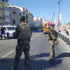 بالفيديو والصور.. سيارة تدهس حشدا بمارسيليا في فرنسا