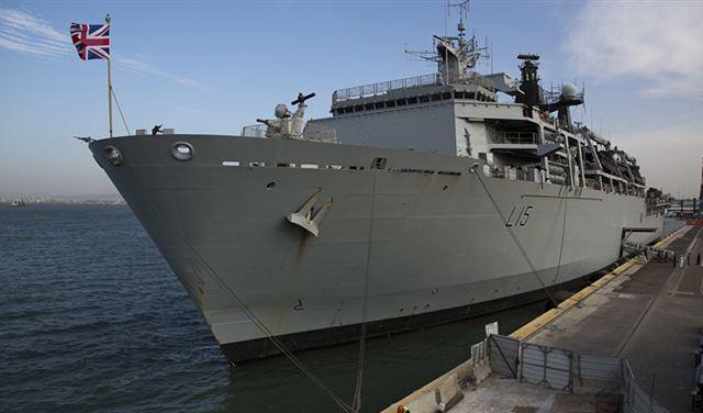 سفينة بريطانية تعلن حالة التأهب بمواجهة قارب ايراني