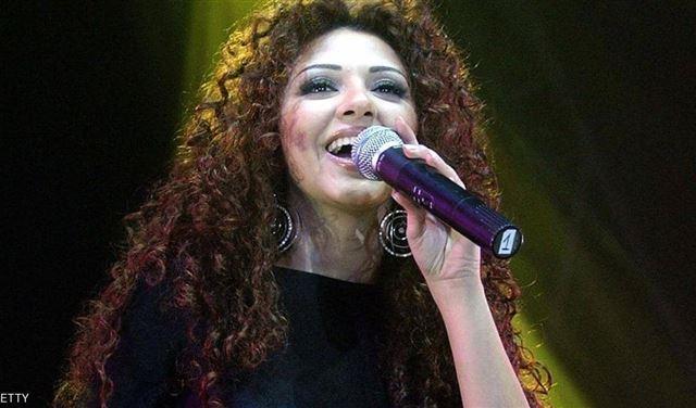 ميريام فارس تعتذر للشعب المصري
