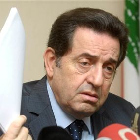 حرب: مزايدات عون محاولة لابتزاز اللبنانيين