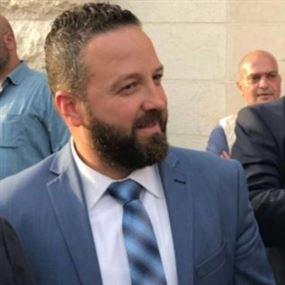 رئيس بلدية كفرفالوس يواجه أسود