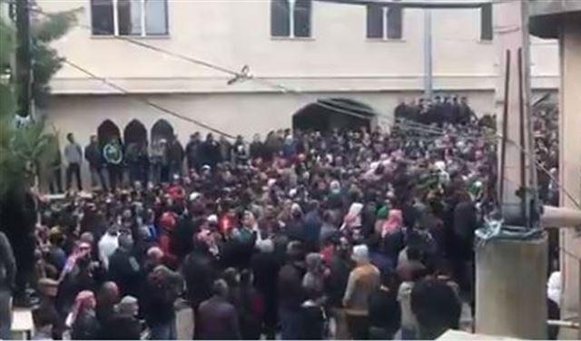 """بالفيديو: تشييعٌ حضره 2000 شخص في عكار... """"كورونا""""!"""