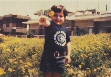 """بالصورة.. هذا الطفل أصبح """"أوسم وأشهر"""" نجم عربي!"""