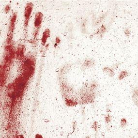 قتلت زوجها بمساعدة عشيقها خلال نومه... طبعت الدماء على الحائط بيديها