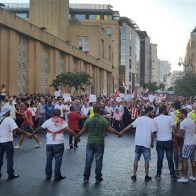 وصول المتظاهرين إلى ساحة الشهداء