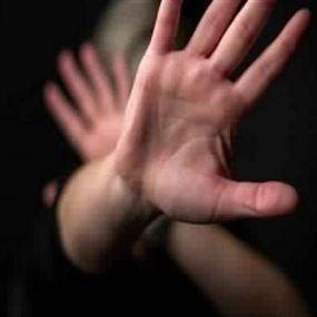 غادرت منزلها إثر خلافات عائلية... فهذا ما فعله بها زوجها وشقيقتها مع آخرين!