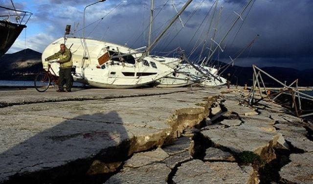 زلزال بقوة 7.5 درجة يضرب جزرا في إندونيسيا