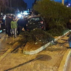 بالصور.. حادث سيرٍ على طريق الأونيسكو
