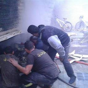 بالصورة: حريق داخل مستودع ومحلين ضمن مبنى في صيدا