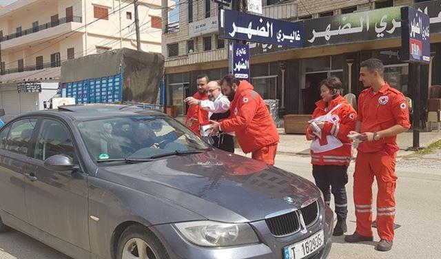 الصراف يجمع التبرعات مع الصليب الاحمر في حلبا