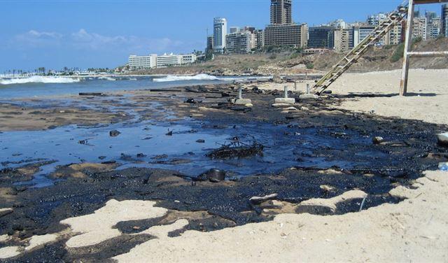 الشاطىء اللبناني... إسرائيلُ تُحدّد موقع السفينة المسؤولة عن التسرب النفطي