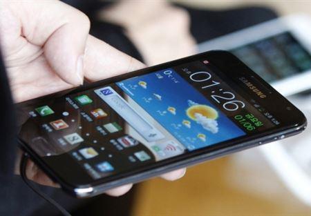 6 خصائص يتفوَّق فيها هاتف الأندرويد على آيفون