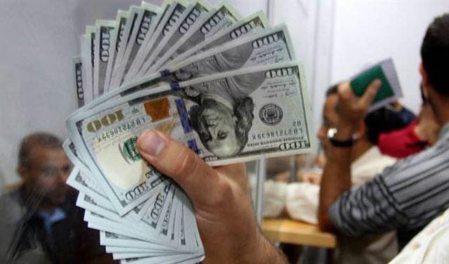 توقيف صرافين ومتعامل بالدولار في السوق السوداء
