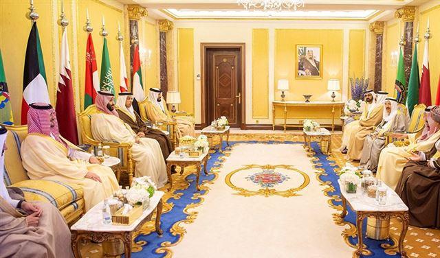 """بيانٌ """"هام"""" لـ""""القمة الخليجية""""... والملك سلمان يدعو لمواجهة إيران"""