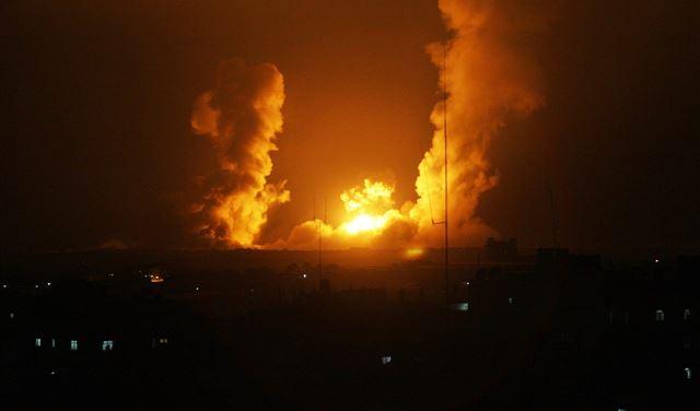غارات اسرائيلية ليلاً على غزة
