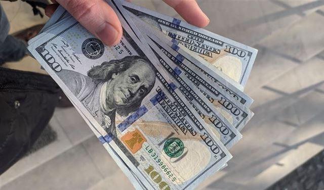 الدولار المجمد.. تجارة مزدهرة لغسيل الأموال / حيدر الاجودي