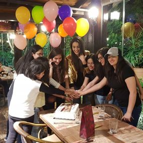 خاص بالفيديو-إيميه صيّاح تحتفل بعيد ميلادها مع معجبيها!