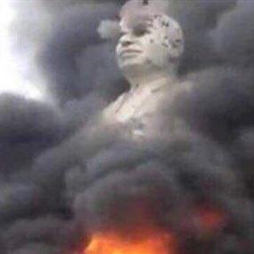 تحطيم تمثال حافظ الأسد في السويداء رداً على اغتيال الشيخ البلعوس