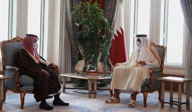 وزير الخارجية السعودي بضيافة أمير قطر