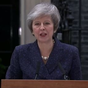بريطانيا... رئيسة الوزراء تتعهد بمحاربة سحب الثقة منها