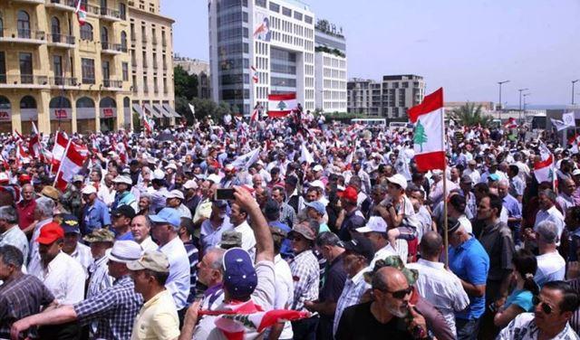 العسكريون المتقاعدون بين قطع الطرقات وطلب الانصاف!