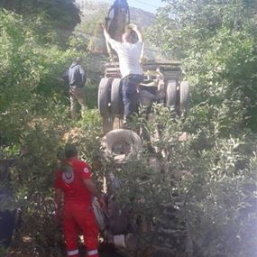 جريح اثر انقلاب شاحنة في بقرصونا