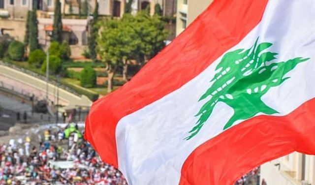 تعليق ساخر لنجل مبارك على مشاركة شابات لبنان في التظاهرات