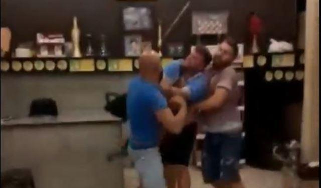 """بالفيديو: في الصرفند.. أذلّوا شاباً من ذوي """"الإرادة الصلبة"""" وضربوه!"""