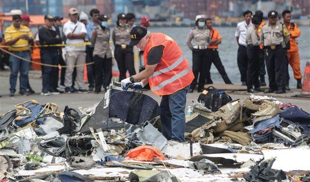 """الكشف عن أسباب تحطم الطائرة الإندونيسية بوينغ """"737 ماكس 8"""""""