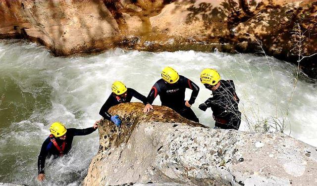 فقدان فتاة في نهر جنة وادي نهر إبراهيم