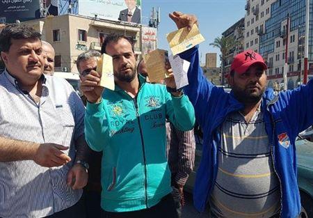 اعتصام لسائقي الباصات على خط بيروت طرابلس