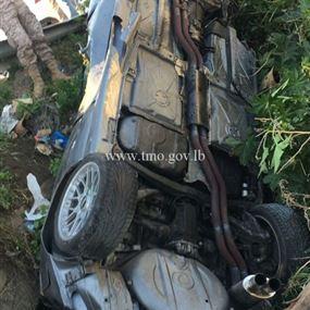بالصورة: جريح نتيجة تدهور سيارته على أوتوستراد البترون